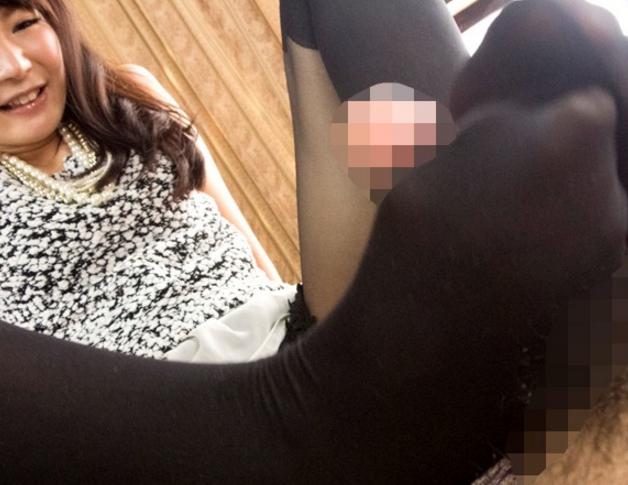 エッチなお姉さんのパンスト美脚を触って嗅いで足コキでイクの脚フェチDVD画像1