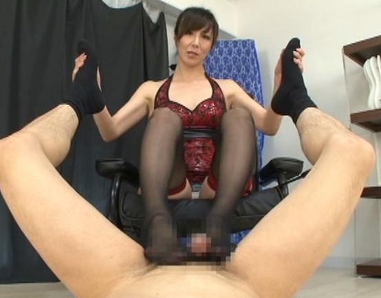 ボンテージ女王様のガーターストッキング美脚で足コキ責めの脚フェチDVD画像5
