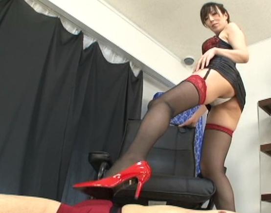 ボンテージ女王様のガーターストッキング美脚で足コキ責めの脚フェチDVD画像3
