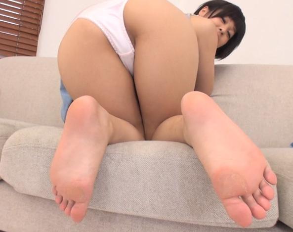 お姉さんの臭い足裏や足指を堪能する足フェチ動画の脚フェチDVD画像1