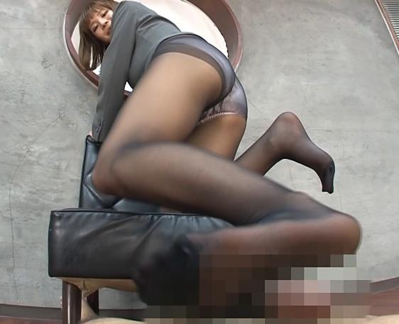 Gカップ巨乳のパンスト秘書に足コキされ足裏に大量射精の脚フェチDVD画像6