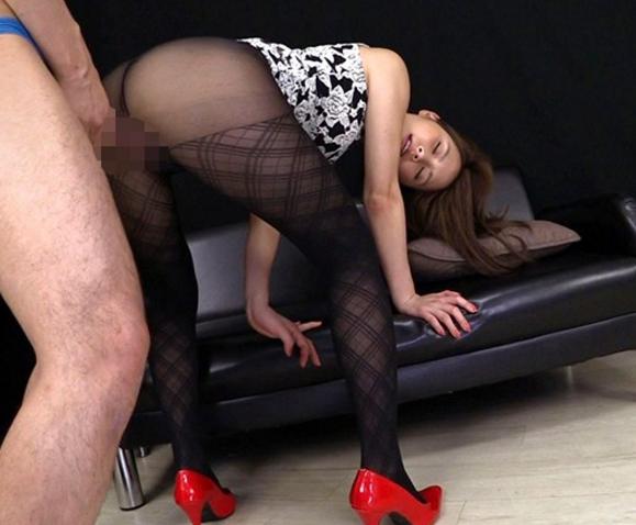 蒸れ蒸れのパンスト美脚お姉さんをバックからハメる着衣SEXの脚フェチDVD画像5