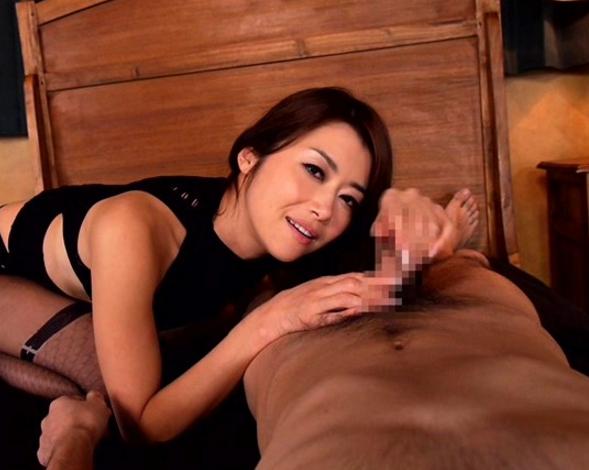 パンストフェチ必見!熟女の蒸れて匂い立つパンスト足コキの脚フェチDVD画像5