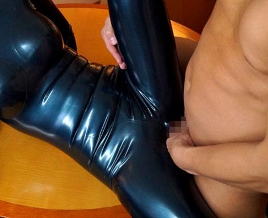 キャットスーツ美女がラバーの足裏で足コキして中出しSEXの脚フェチDVD画像2