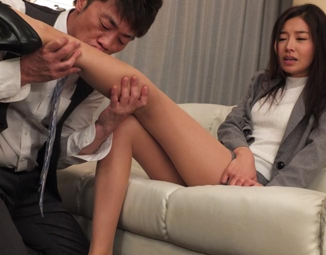美人OLのパンストに興奮した男が着衣SEXで強引に中出し射精の脚フェチDVD画像1
