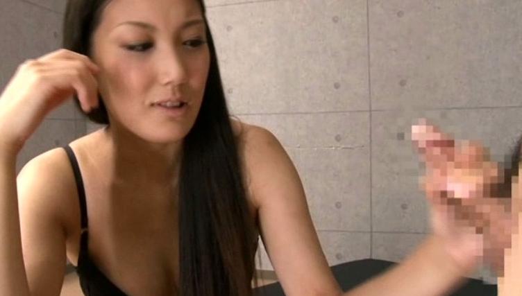 短小チ●ポの低身長男をバカにする182cmの長身女優 内田真由の脚フェチDVD画像5