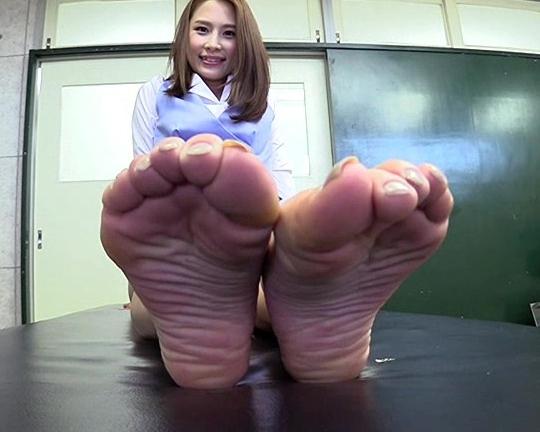 ギャルの生足裏を自撮りさせて堪能する足フェチ動画の脚フェチDVD画像6