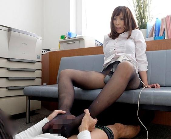 素人妻にパンストを着穿きさせて発情オナニーと足コキをさせるの脚フェチDVD画像6