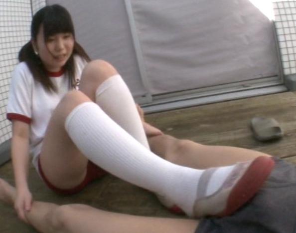 陰湿なドエス女子校生の臭いハイソックの匂い責めと足コキの脚フェチDVD画像2