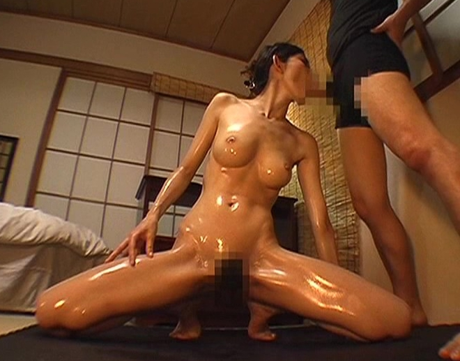 スレンダー美脚のセレブ妻が生足で足コキして不倫セックスの脚フェチDVD画像4