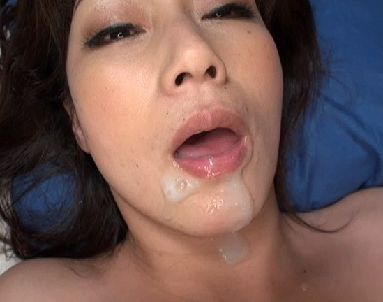 ド淫乱な熟れた熟女の網タイツ美脚で足コキ責めと着衣SEXの脚フェチDVD画像6
