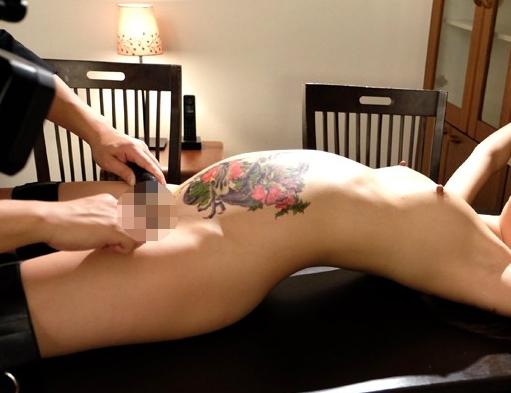 チンピラに刺青を入れられた人妻が素足でご奉仕足コキの脚フェチDVD画像4