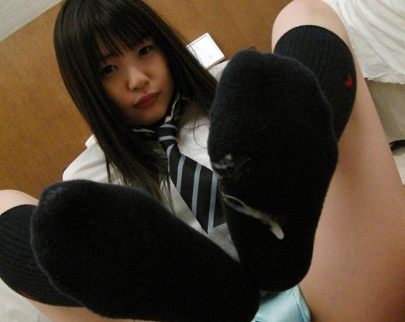女子校生のハイソックス足コキで大量のザーメンを足裏に射精の脚フェチDVD画像2