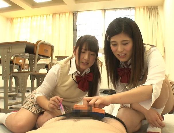 女子校生に強制センズリをさせられ上履き靴コキで責められるの脚フェチDVD画像3
