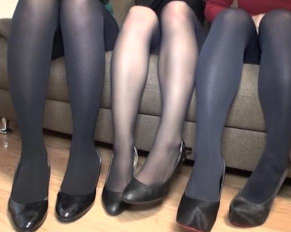 現役女子大生の蒸れたパンスト足臭を嗅がされ足コキ抜きの脚フェチDVD画像1