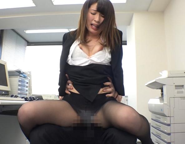 エロ妻のムッチムチ美脚のパンストで足コキしてもらうの脚フェチDVD画像1