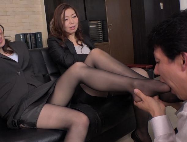 熟女OLの蒸れたパンストの股間や爪先で責められ素足コキ射精の脚フェチDVD画像3