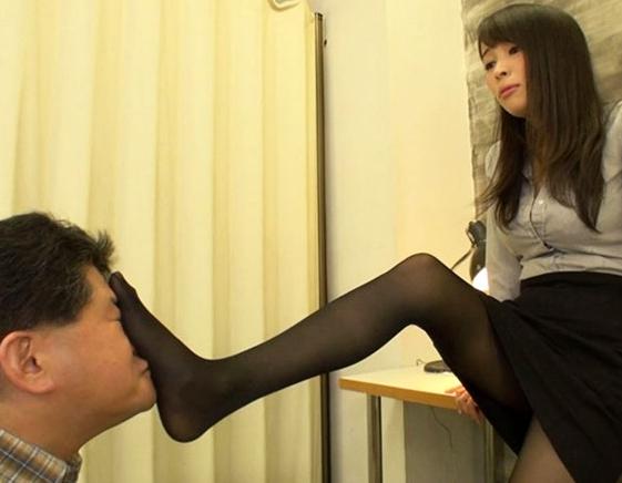 淫語捜査一課 M男強制事情聴取 真木今日子の脚フェチDVD画像2