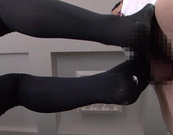 ドエスなスク水女子校生のニーハイソックスで足コキと太腿コキの脚フェチDVD画像3