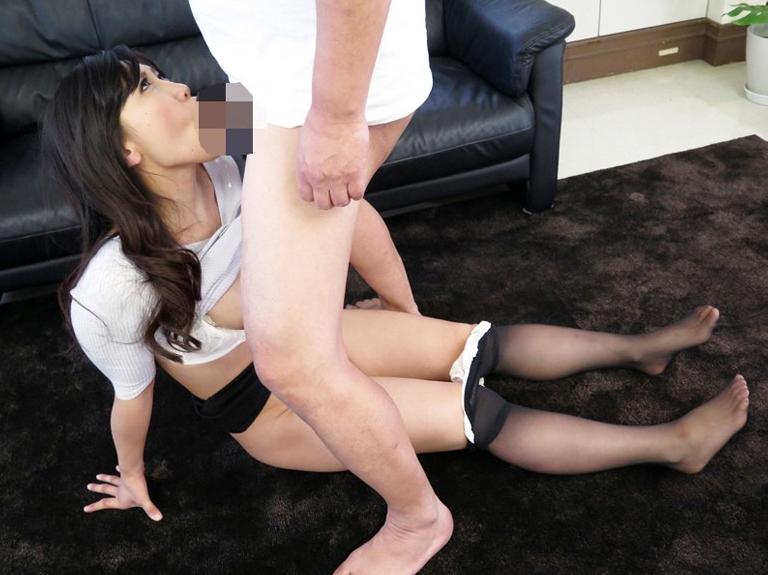 熟女妻の蒸れたパンストで足コキしたあと着衣SEXでイクの脚フェチDVD画像3