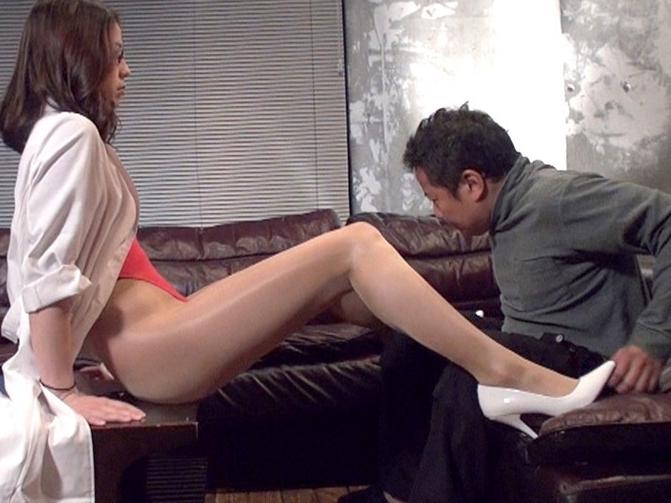 カウンセリングの女医にパンスト美脚で足コキ治療されたの脚フェチDVD画像4