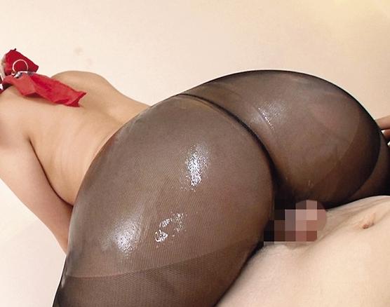 美女が着穿きパンスト美脚にローションを垂らし足コキ責めの脚フェチDVD画像4