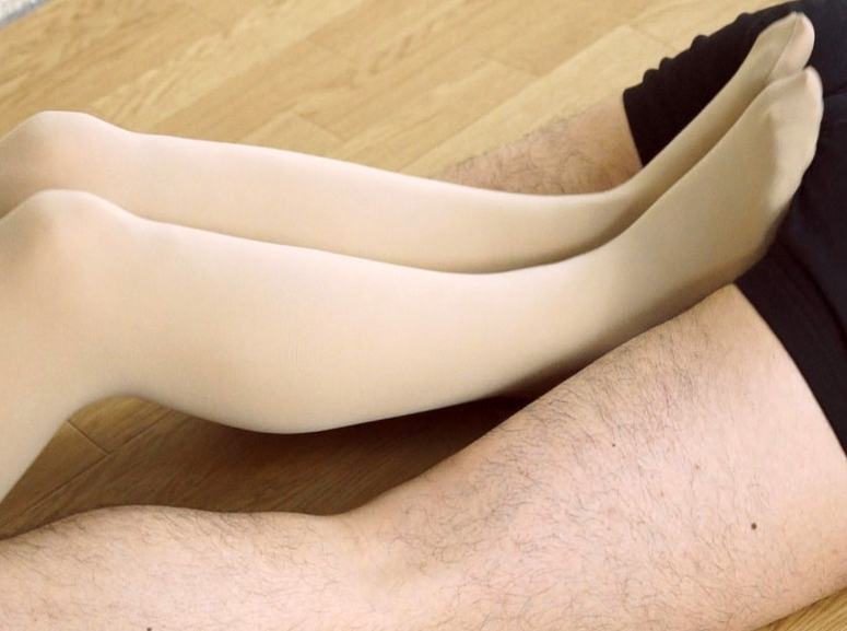 ドエスお嬢様がM男に電気按摩からの靴コキや生足コキで強制足射の脚フェチDVD画像3