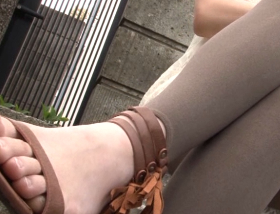 レギンスやトレンカフェチ必見のマニア足コキや着衣SEXの脚フェチDVD画像1