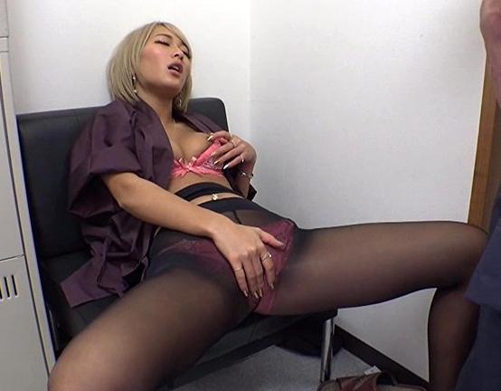 ギャルや熟女の蒸れたパンストを引き裂き着衣SEXで大量射精の脚フェチDVD画像1