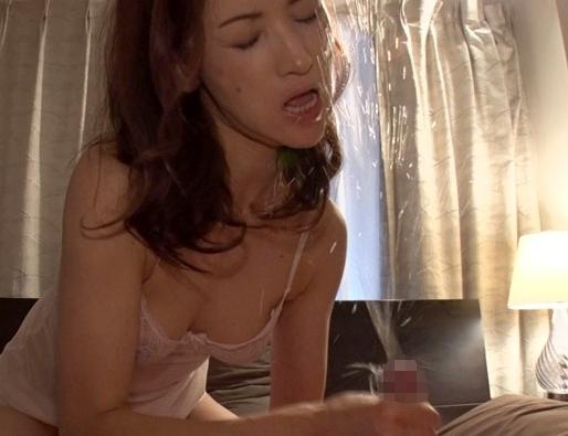 勃起不全に悩む若者の肉棒を足コキと痴女テクで瞬殺する熟女の脚フェチDVD画像5