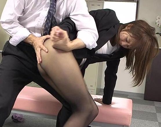 OLの黒パンストに興奮する脚フェチに必見の足コキと着衣SEXの脚フェチDVD画像4