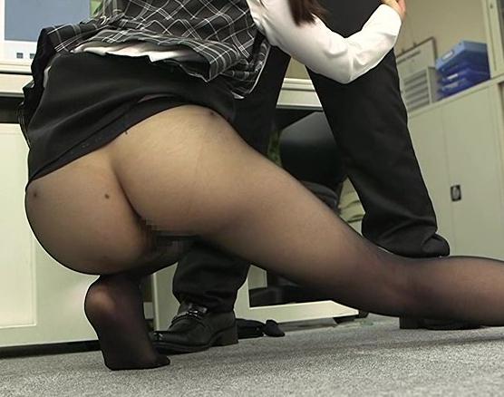 OLの黒パンストに興奮する脚フェチに必見の足コキと着衣SEXの脚フェチDVD画像3