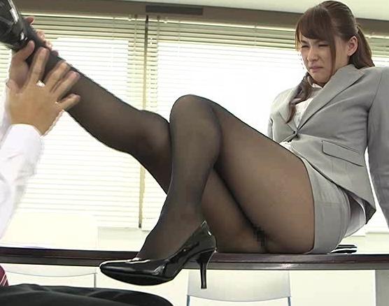 OLの黒パンストに興奮する脚フェチに必見の足コキと着衣SEXの脚フェチDVD画像1