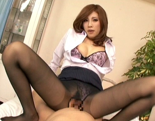 美人女教師のパンスト美脚を嗅いで舐めて足コキしてもらうの脚フェチDVD画像6