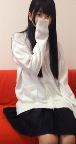 黒髪ロングの超美少女がちっぱいで白ハイソックスで生ハメ