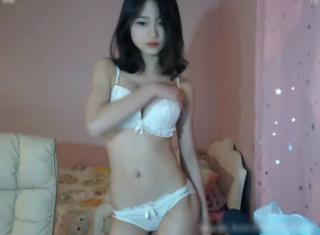 【ライブチャット】 マジで可愛いっす!! 韓国の美少女がノリノリダンスで視聴者を釘付けにする||