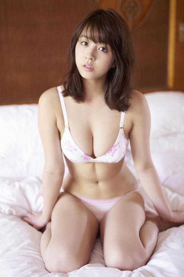 柳ゆり菜 巨乳1