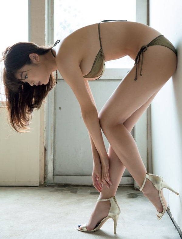 馬場ふみか(21)が上半身裸7