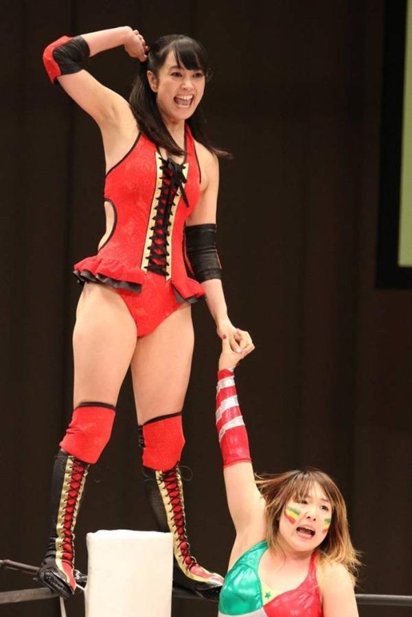 元女子アナ・脊山麻理子(36)がプロレスデビューでケツ見せる 14