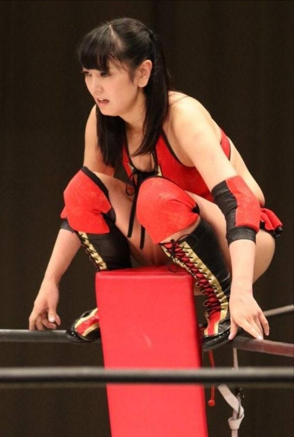 元女子アナ・脊山麻理子(36)がプロレスデビューでケツ見せる 15