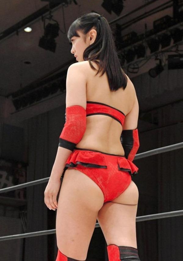 元女子アナ・脊山麻理子(36)がプロレスデビューでケツ見せる 18