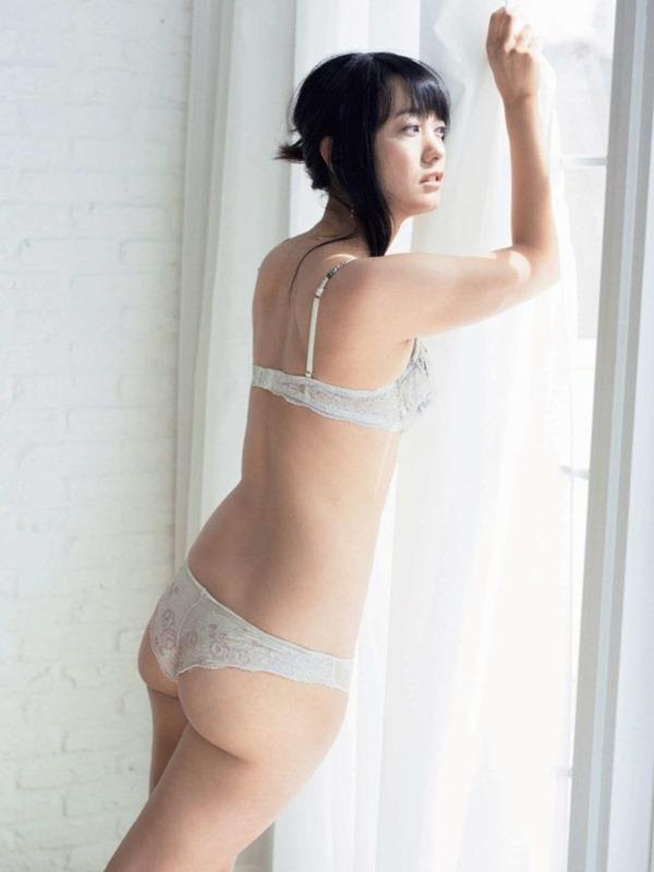 元女子アナ・脊山麻理子(36)がプロレスデビューでケツ見せる 1