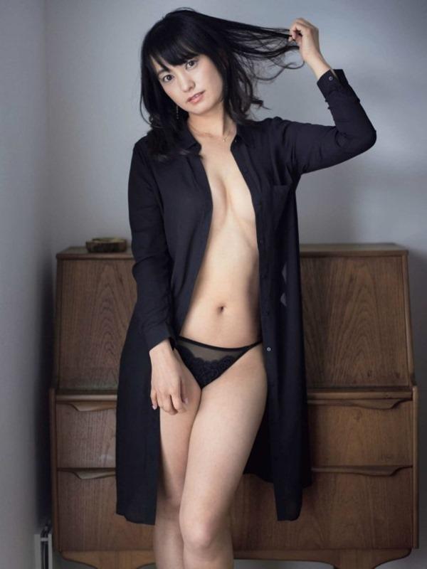 元女子アナ・脊山麻理子(36)がプロレスデビューでケツ見せる 2