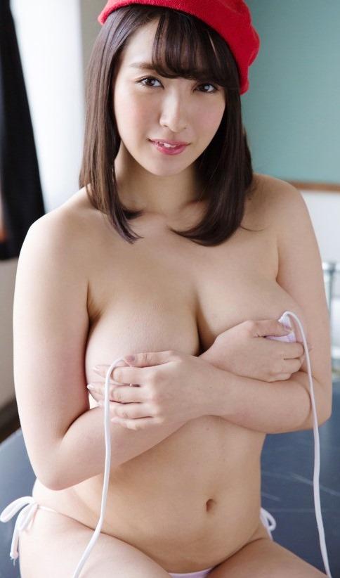 (紺野栞の胸が美巨乳)(お乳・ナマ乳・お尻)えろ写真40枚☆