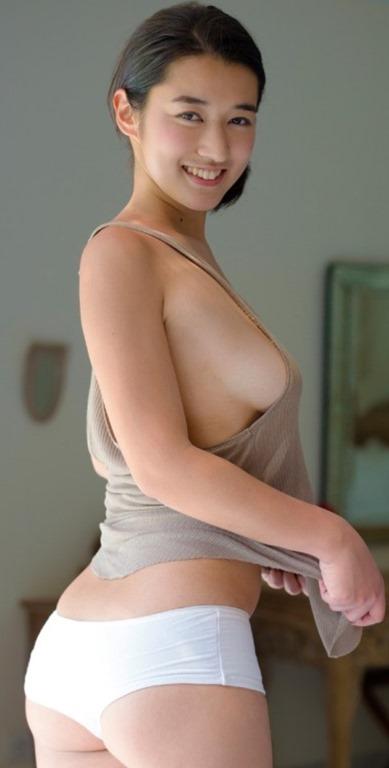 【元ホテルシェフ・愛生の88㎝乳房】(巨乳・オランダ・5つ星ホテル)エロ画像50枚!