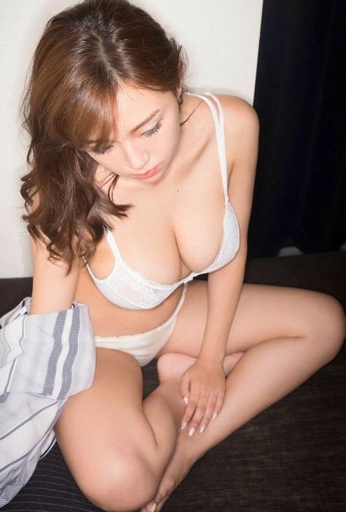 (篠崎愛の豊満な乳房が健在)(VRアプリ・美巨乳)えろ写真50枚☆