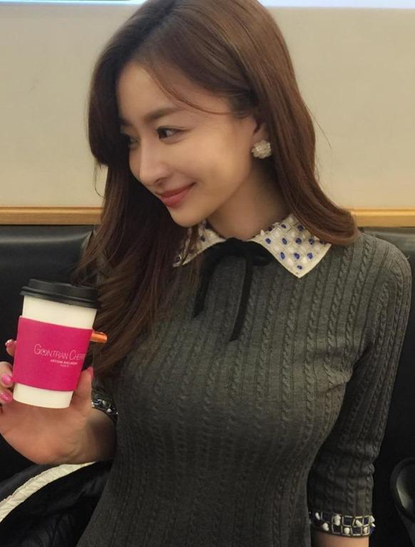 【韓国娘のインスタから着衣巨乳おっぱい発見】韓国女性エロ画像60枚!
