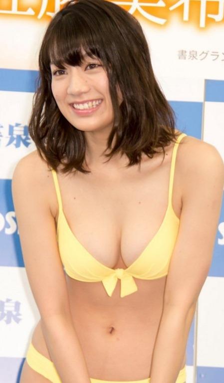 (佐藤美希(24)の官能的なFカップ乳房)(ハミ尻・ミズ着・美巨乳)えろ写真60枚☆