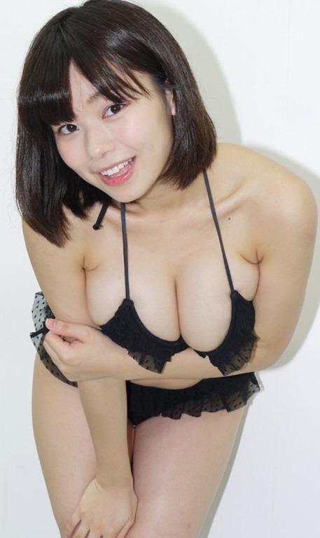 (和地つかさ(24)がソフマップでHカップ乳房お披露目)グラドル☆
