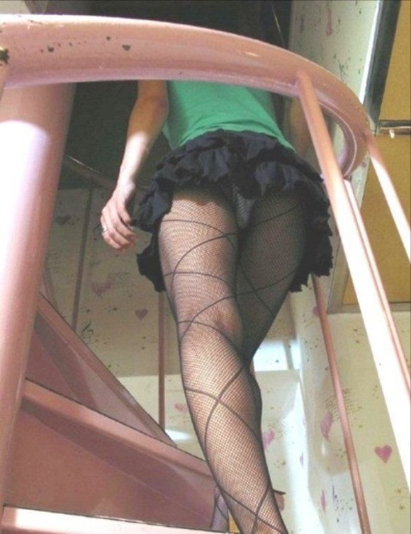 階段パンチラ13